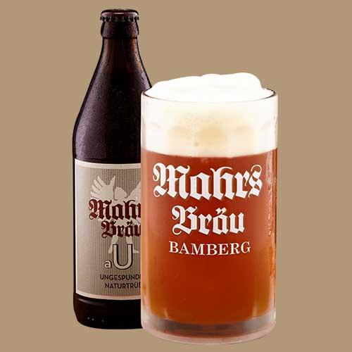 Øl flaske og glas med øl. Glasset og flasken indeholder en tysk øl.